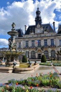 Hôtel_de_ville_et_fontaine_de_Limoges